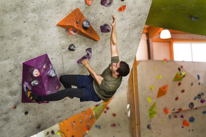 Magnus beim Klettern